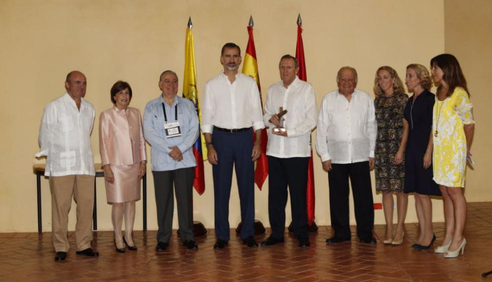 Rey Felipe de España premia a José Graña Miró Quesada. (@CasaReal)