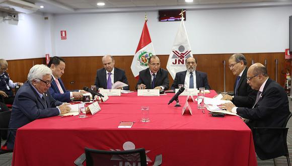 Víctor Ticona, titular del JNE, presidió la reunión técnica entre las entidades involucradas en la realización del referéndum. (Foto: Difusión)
