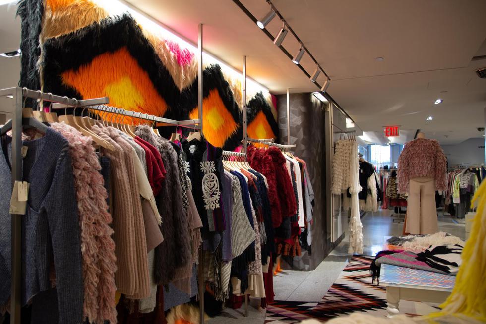 Diseños bajo la marca Alpaca del Perú se lucen en la tienda más reconocida de Nueva York