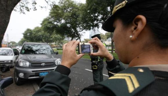 OPERATIVOS. Las agentes de Tránsito reciben entre 200 y 250 soles adicionales a sus sueldos. (USI)
