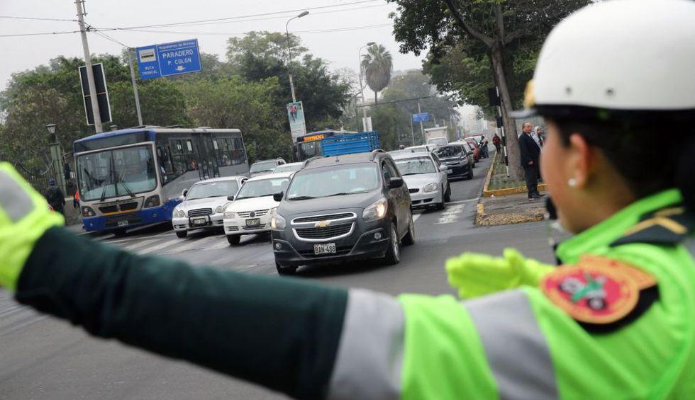 Dependerá del último número de placa del automóvil para determinar qué días (de lunes a jueves) podrá circular por cinco rutas. (Foto: Andina)