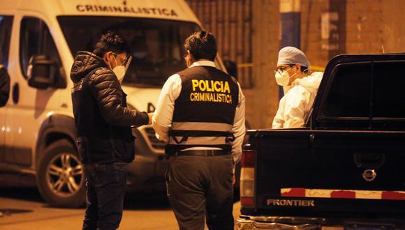 Peritos de criminalística hallaron diez casquillos en la escena del crimen. Así también constataron que los asesinos no le robaron nada. (Foto: César Grados)