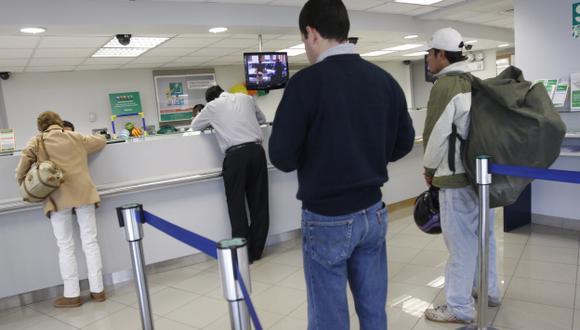 El 54% de peruanos prefiere pagar en efectivo sus cuentas. (USI)