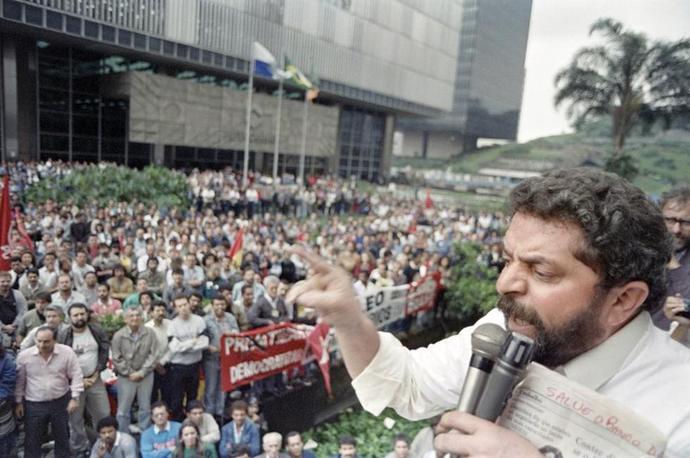 Lula da Silva durante un mitin en 1989. (AFP)