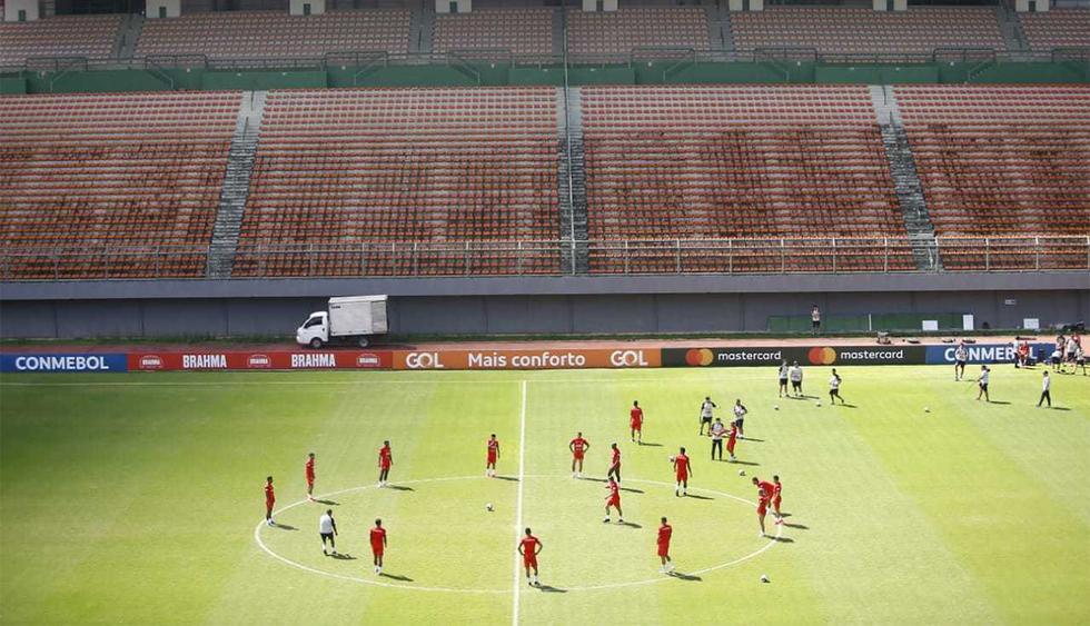 La selección peruana entrenó en el estadio de Pituazu de Salvador de Bahía. (Foto: Francisco Neyra / GEC)