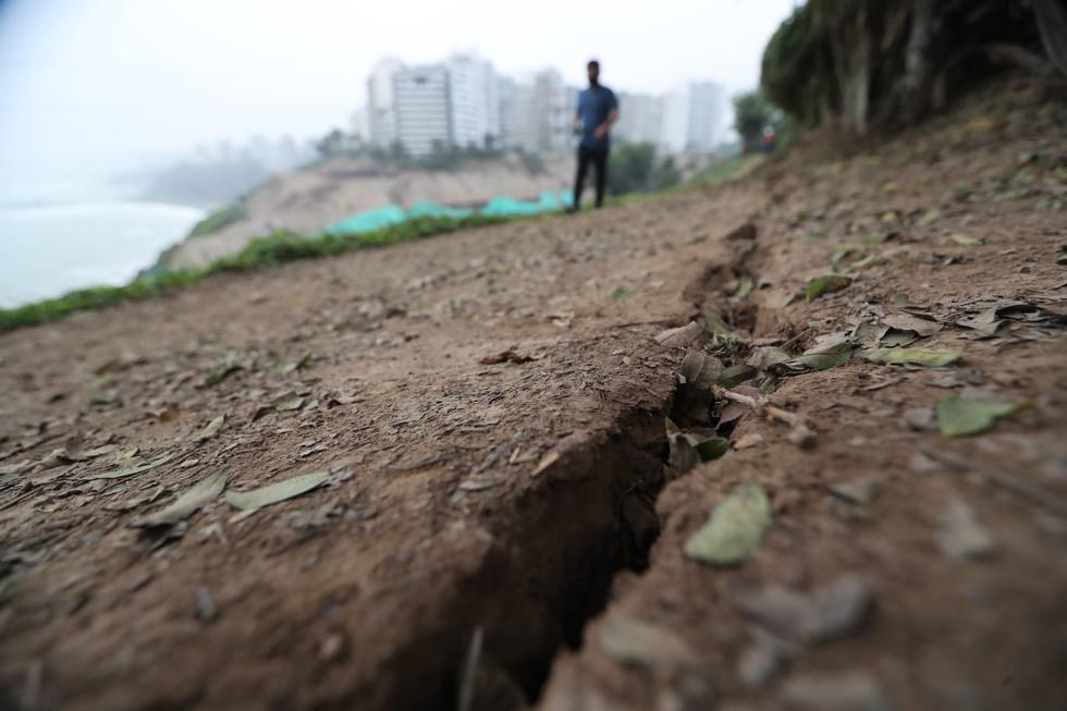 Según reporta el Diario El Comercio, la Municipalidad de Barranco confirmó que la grieta se produjo luego del sismo del último martes. (Lino Chipana Obregón/GEC)