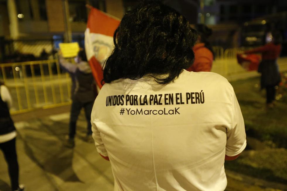 Simpatizantes de Keiko Fujimori vuelven a protestar frente a la casa del presidente del JNE, el juez Jorge Salas Arenas. (Jorge Cerdán/GEC)