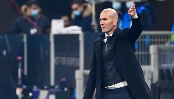 Zinedine Zidane está aislado por tener contacto con un positivo al coronavirus. (Foto: AFP)