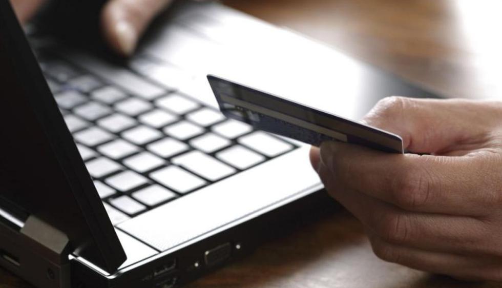 """El """"carding"""" es una práctica fraudulenta de estafa online consistente en el acceso ilegal al número y dinero de una tarjeta de crédito. (Foto: AFP)"""