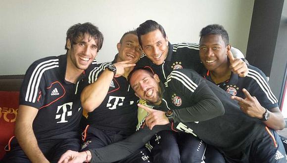 Pizarro se divierte en la concentración del Bayern. (@pizarrinha)