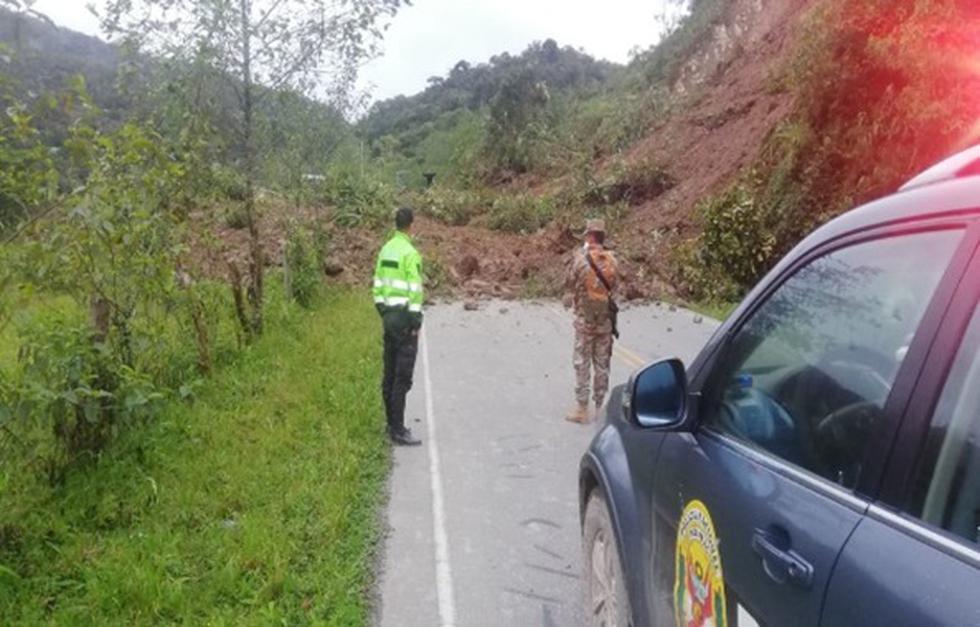 Amazonas. Caída de piedra y tierra bloqueó un tramo de la carretera Fernando Belaunde Terry. (PNP)