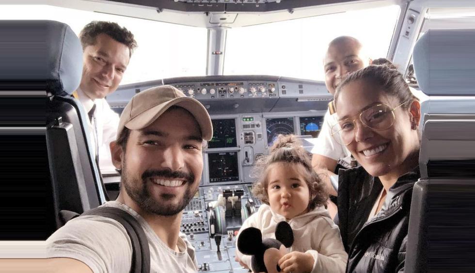 Karen Schwarz y Ezio Olivia disfrutan sus vacaciones familiares en Disney junto a su pequeña hija Antonia. (Foto: @eziooliva)