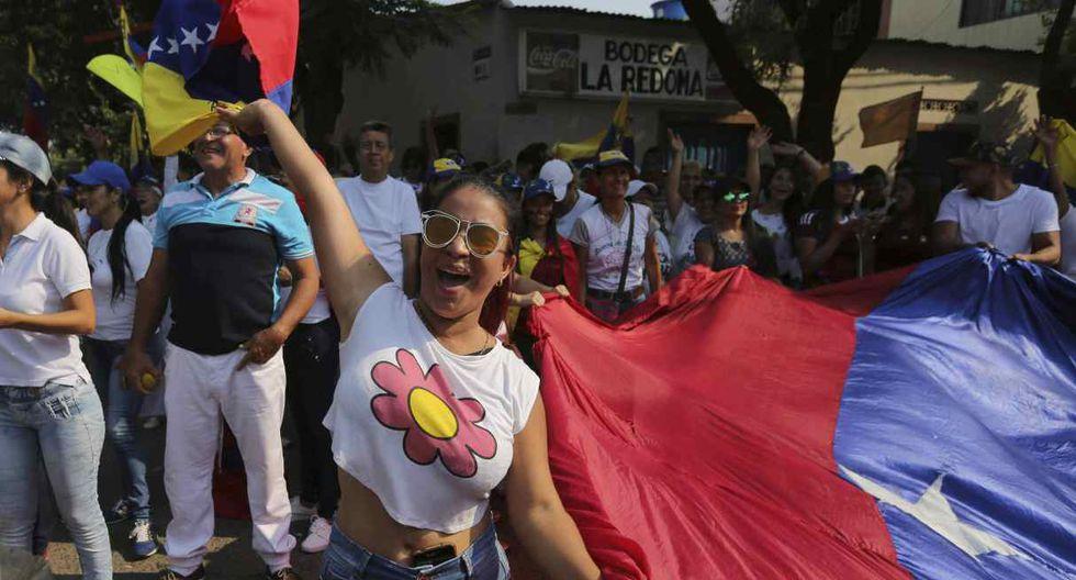 Una mujer grita consignas contra el presidente de Venezuela, Nicolás Maduro, durante una protesta contra su gobierno en Ureña. (Foto: AP)