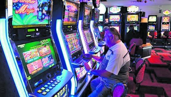 Cárcamo sostuvo que instó al Ejecutivo que se reabra los lugares abiertos como las playas, pero no los casinos, cines y gimnasios. (AFP PHOTO / William WEST)