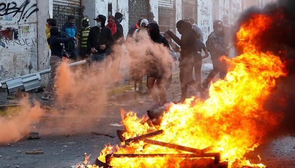 Los manifestantes participan en una protesta contra el gobierno de Chile en Valparaíso, Chile. 19 de octubre de 2020. (REUTERS/Rodrigo Garrido).