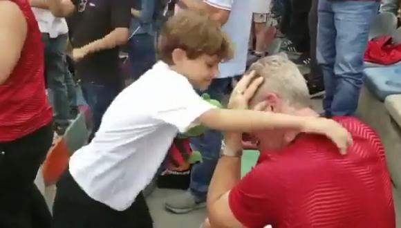 Pequeño abraza a hincha de Flamengo que lloraba de emoción. (Foto: Captura Instagram)