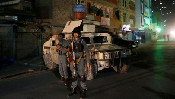 """""""La policía evacuó a docenas de personas del santuario"""" explicó el jefe de policía de Kabul, Abdul Rahman.(REUTERS)"""
