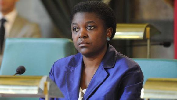 Kyenge respondió en Twitter que era una pena que desperdicien así la comida. (EFE)