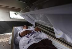 Candidato arranca campaña en el norte de México dentro de un ataúd