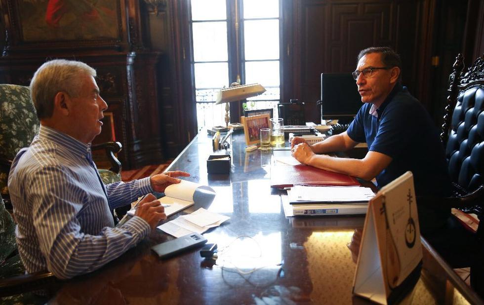 César Villanueva y Martín Vizcarra se reunieron en este Jueves Santo. (Twitter)