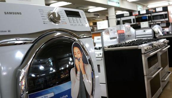Lavadoras de Samsung fueron dañadas por trabajadores de LG. (AFP)
