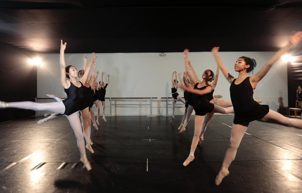 Escuela Nacional Superior de Ballet celebra sus 51 años dedicados a la danza. (USI)
