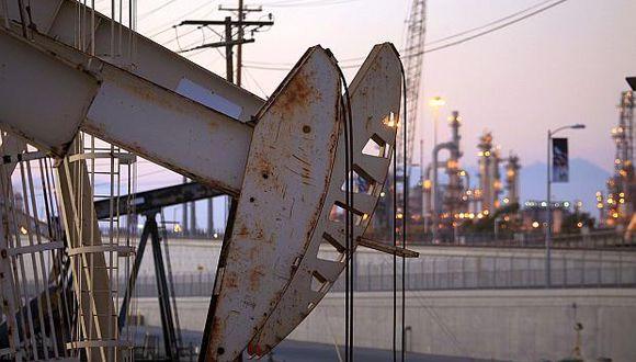 Arabia Saudita por prometer reducir su bombeo a 10.2 millones de barriles por día a partir de enero. (Foto: Reuters)