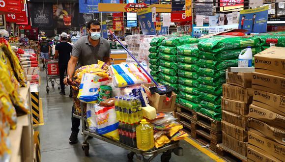 Las tiendas de abastecimiento de productos básicos, supermercados, mercados, bodegas y farmacias atenderán con un aforo del 40%. Fotos: Hugo Curotto / @photo.gec
