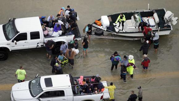 JLo y Kim Kardashian donarán US$550 mil a favor de damnificados por el huracán Harvey. (AFP)