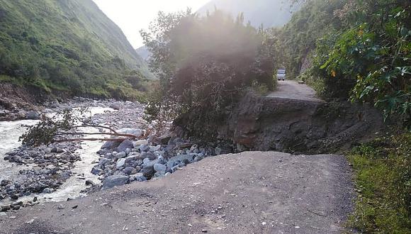 Huancavelica. El incremento del río Huari provocó que un tramo de la carretera cediera. (GEC)