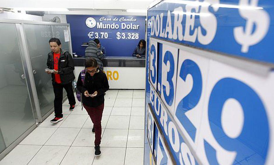 El dólar se vendía aS/3.350 en el mercado paralelo este martes. (Foto: GEC)