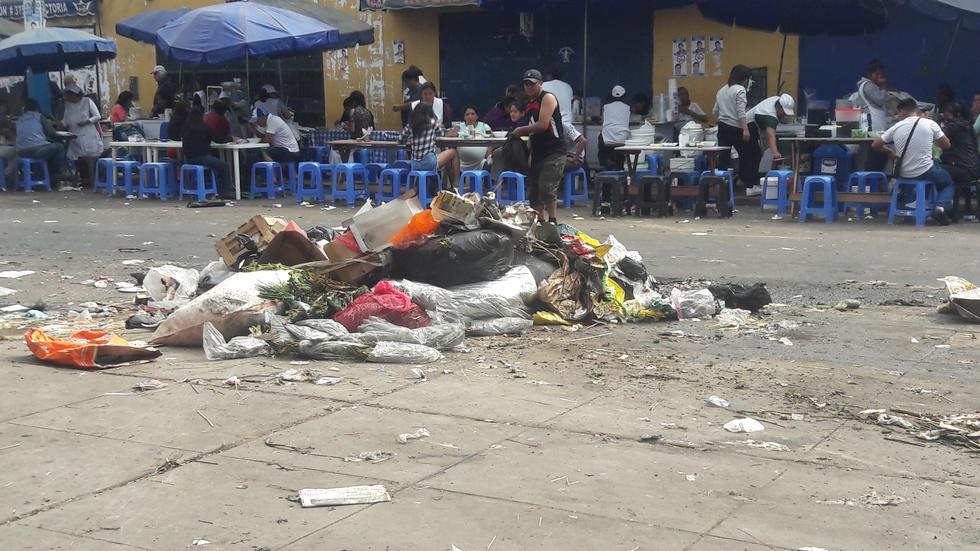 Basura en las calles de Lima luego de las fiestas de Año Nuevo. (Daniel Goycochea)