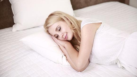 El ambiente donde duermas debe ser confortable, oscuro, silencioso y sin factores de distracción. (Foto: Pixabay)