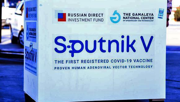 Primer envío de la vacuna rusa Sputnik V descargada en el aeropuerto Imam Khomeini en la capital de Irán. (Foto: AFP)