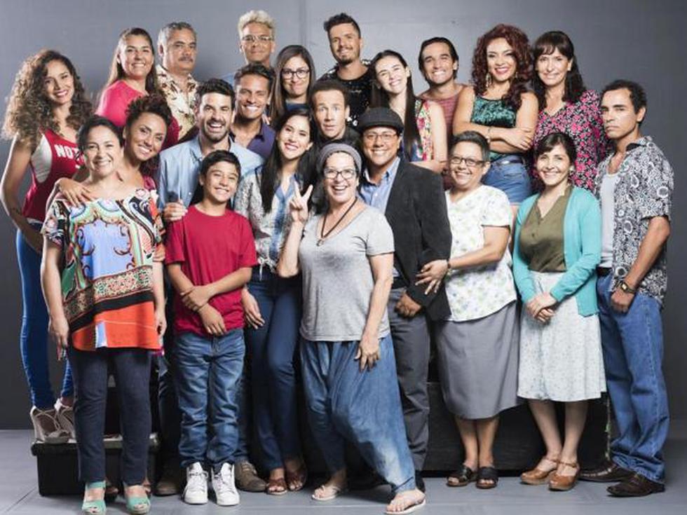 El elenco completo de la telenovela 'Ojitos hechiceros'. (Créditos: América)