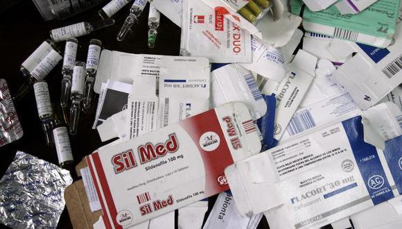 Los usuarios pagarían más por medicinas si prosperara el proyecto, según expertos. (Alberto Orbegoso)