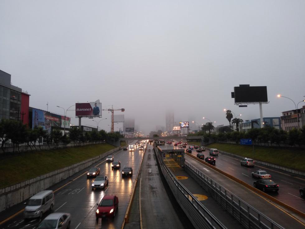 La llovizna se registró en algunos distritos desde aproximadamente las 6:00 p.m. del jueves. (Foto: @tonoref)