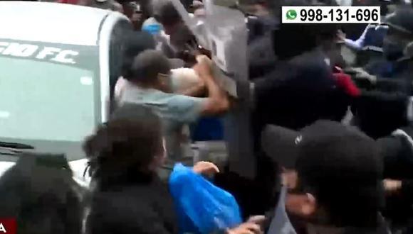 Ambulantes fueron desalojado pero su mercadería no fue incautada. (Captura/América TV)