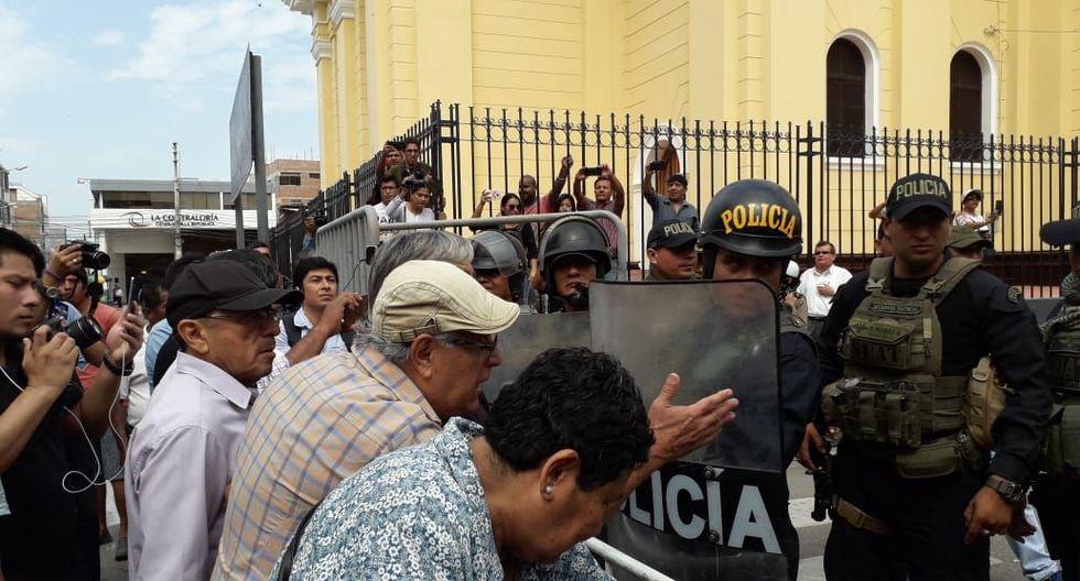 Diversos gremios de la región Lambayeque se movilizan contra la ordenanza municipal que permite el ingreso de vehículos con carga pesada a la ciudad. (Foto: Zonia Custodio/Perú21)