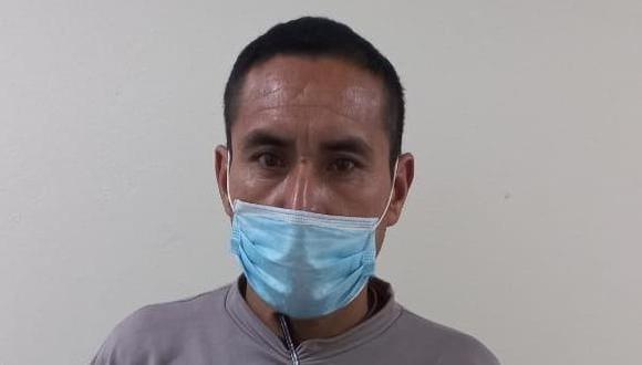 Este es el hombre que se hacía pasar como policía utilizando una placa insignia PNP que fue robada a una suboficial. (Foto:PNP)