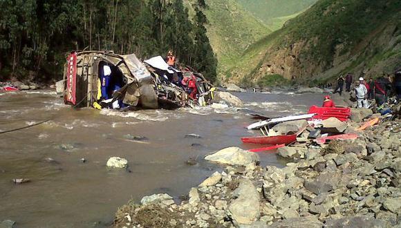 Tragedia en Otuzco. El vehículo quedó totalmente destrozado a orillas del río Moche. (Alan Benites/USI)