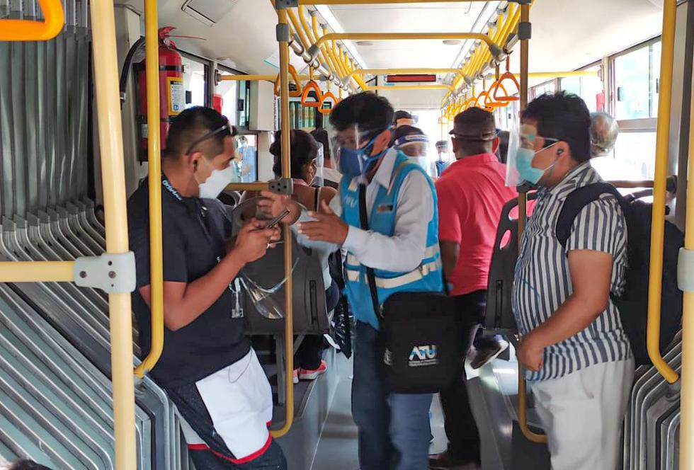 La Autoridad de Transporte Urbano para Lima y Callao (ATU) informó que entre el 4 de enero y el 15 de febrero, los orientadores de esta institución bajaron a un total de 495 pasajeros del Metropolitano por no contar con protector facial o incumplir con el aforo permitido, lo cual pone en riesgo la salud pública.