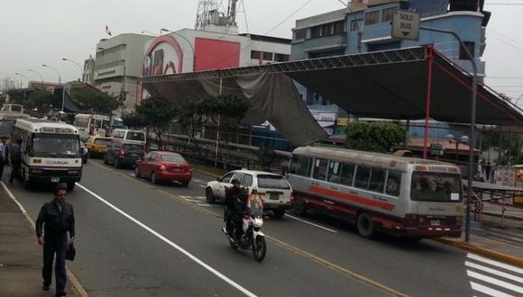 Unidades de transporte público y vehículos particulares comenzaron a circular con normalidad a lo largo de la avenida Brasil. (Foto: GEC)