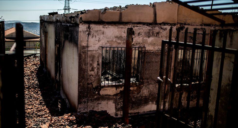 """""""Fue un incendio enorme con llamas de 20 metros de altura"""", dijo el jefe de la protección civil, Nikos Hardalias, en el canal de televisión Antenna TV. (Foto: AFP)"""