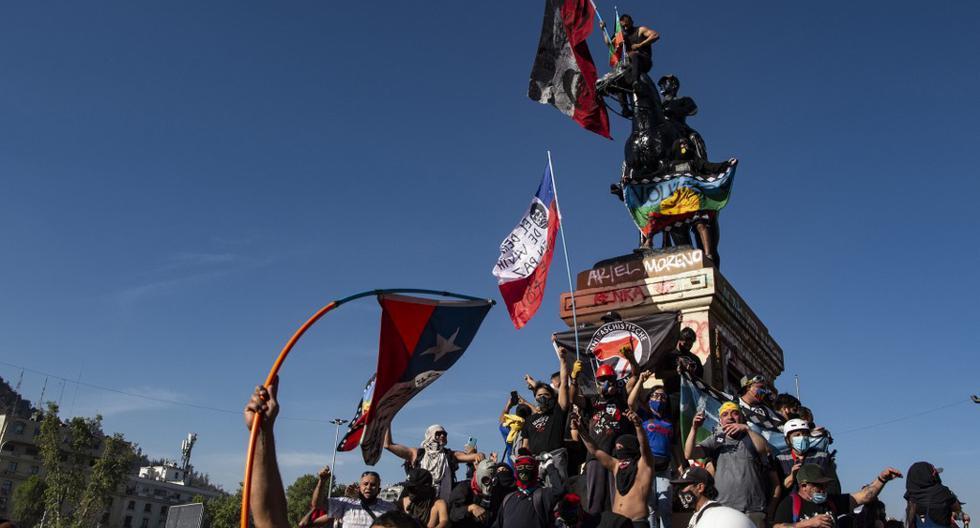 Tras un año lleno de enfrentamientos e incendios que solo se vieron interrumpidos por la pandemia de Covid-19, los chilenos se alistan para votar en un plebiscito sobre reformas en la Constitución. (Foto: Martin Bernetti / AFP)