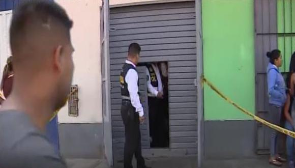 Los familiares y amigos de la víctima piden la orden de captura de los involucrados en la muerte de la mujer. (Foto: Captura/América Noticias)