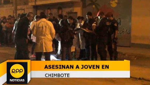 Sicarios asesinan a joven afuera de cevichería en Chimbote. (RPPT TV)