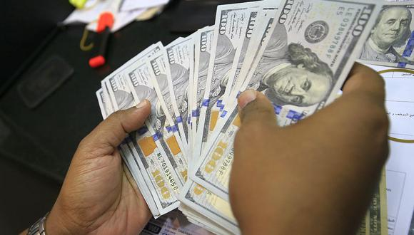 En el mercado paralelo o casas de cambio de Lima, el tipo de cambio se cotiza a S/ 3.600 la compra y S/ 3.625 la venta. (Foto: AFP)