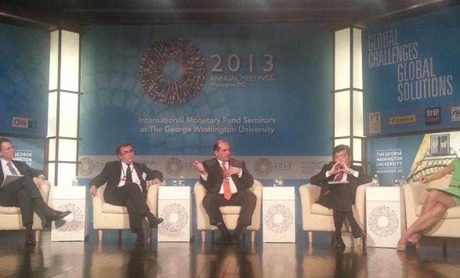Luis Castilla dio una ponencia ante académicos, ejecutivos y autoridades. (Gina Sandoval/Perú21)