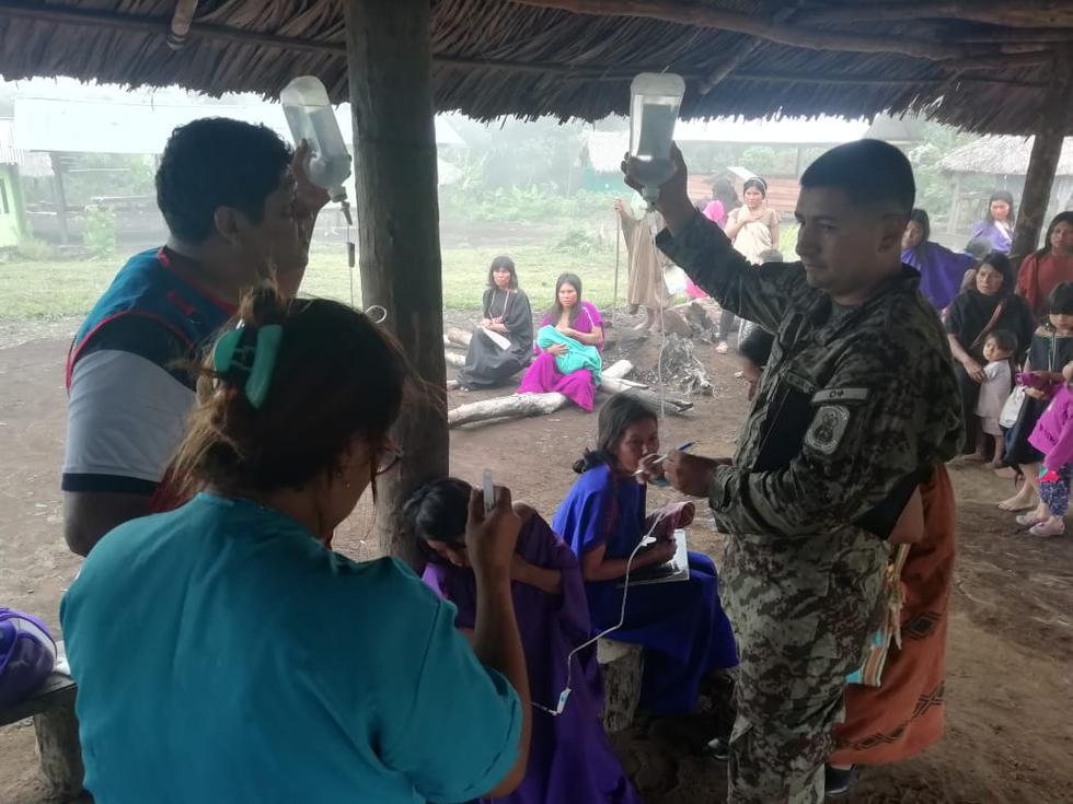 Helicópteros del Ejército llegaron hasta la zona para evacuar a las personas afectadas.